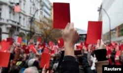 """""""Красная карточка для Земана"""". Акция противников президента Чехии, Прага, ноябрь 2014 года"""