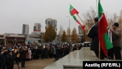 Tatar activists gather to mark the 25th anniversary of the Constitution of the Republic of Tatarstan in Kazan on November 6.