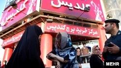 """Адепсиз"" көйнөк кийгендерди полиция токтотууда. Иран."