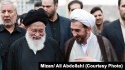 احمد علمالهدی (چپ) در کنار رئیس کل دادگستری خراسان رضوی