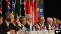 Во время переговоров о Транстихоокеанском экономическом партнерстве в Сиднее. 27 октября 2014 года