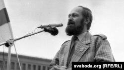 Алег Трусаў на мітынгу у 1991 г.