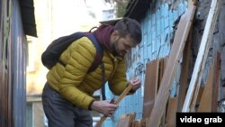 Київський айтішник Богдан Тодчук у пошуках старих дощок для музичних інтрументів