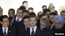 روسای جمهوری چين، برزيل و روسيه و مان موهان سينگ نخست وزير هند پنجشنبه پانزدهم آوريل در دومين نشست چهار قدرت نوظهور اقتصادی در برازيليا شرکت کردند