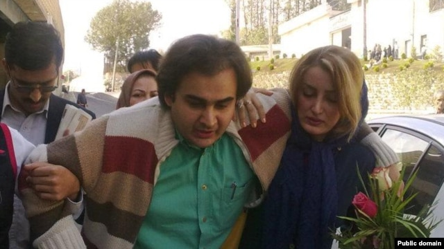 Activist Peyman Aref was lashed before being released from the notorious Evin prison on October 9.