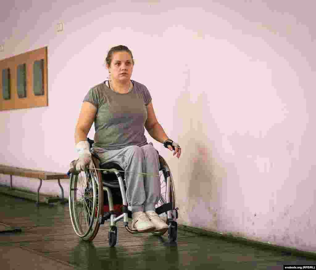 Алеся Макрыцкая, 30 год. Займаецца фэхтаваньнем ужо 10 гадоў.