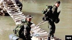 جنود أتراك في عملية عسكرية قرب الحدود مع العراق