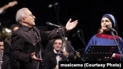 عالیم قاسماف به همراه، دخترش فرقانه، در شب اجرای این گروه در تالار وحدت