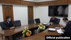 Председатель ГКНБ Камчыбек Ташиев принял главу Савайского айыл окмоту Мунарбека Сайпидинова, 23 ноября 2020 г.