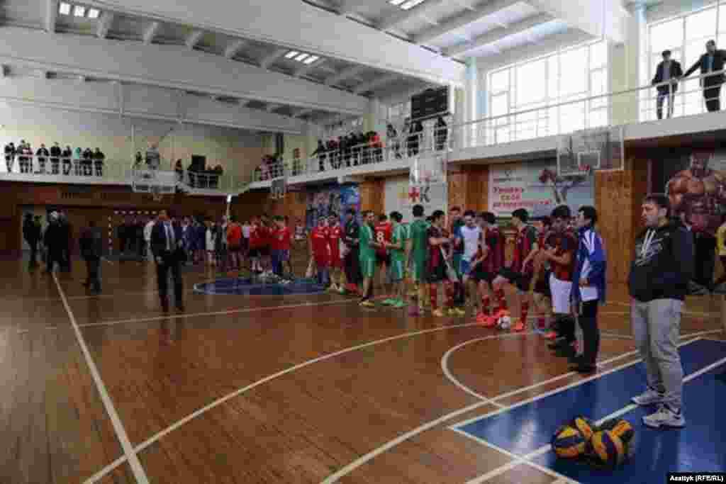 Почетный консул Кыргызстана на Дальнем Востоке России организовал в честь Нооруза турниры по футболу и волейболу.