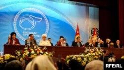 Ынтымак курултайынын жүрүшүнөн, 2010-жылдын 23-марты.