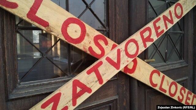 Daske na vratima muzeja u Sarajevu
