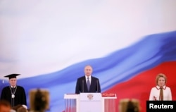 Putin (center) is sworn as Russian president during a ceremony at the Kremlin in Moscow on May 7.