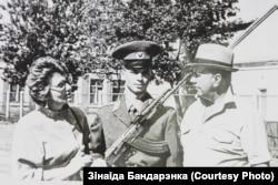 З мужам Генадзем Кап'ёвым і сынам Уладзімерам, прысяга