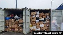 Containere încărcate cu deșeuri, depistate în Portul Constanţa Sud Agigea de Garda de Coastă