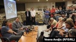 """Emir Kusturica i Milorad Dodik na predstavljanju projekta """"Andrićgrad"""", jun 2011."""