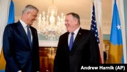 Presidenti i Kosovës, Hashim Thaçi dhe Sekretari amerikan i Shtetit, Mike Pompeo. Uashington, 26 shkurt, 2020.