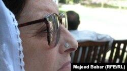 بېګم نسیم ولي خان د چارسدې په ولي باغ کې ۲۰۰۲ کال تصویر مجید بابر