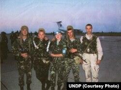 Надія Савченко (в центрі)