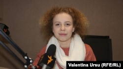 Raluca Bucătaru în studioul Europei Libere