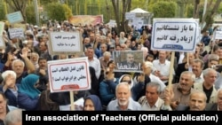 Retired people demonstrating in Tehran. They demand higher retirement checks as the Iranian currency has steadily lost its value. File photo