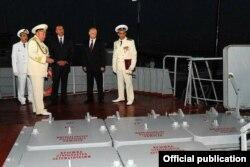 """V. Putin və İ. Əliyev """"Dağıstan"""" raket gəmisinin göyərtəsində"""