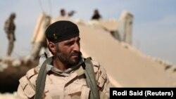 یک عضو «نیروهای دمکراتیک سوریه» در شمال رقه