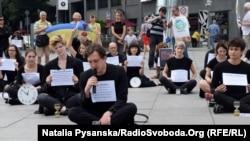 Учасники акції #SaveOlegSentsov в Берліні, 2 червня 2018 року