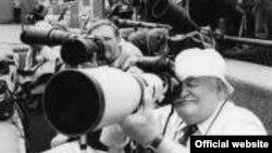 "Расс Адамс уже полвека снимает состязания на корте. [Фото — <a href=""http://www.tennisfame.com"" target=_blank>The International Tennis Hall of Fame</a>]"