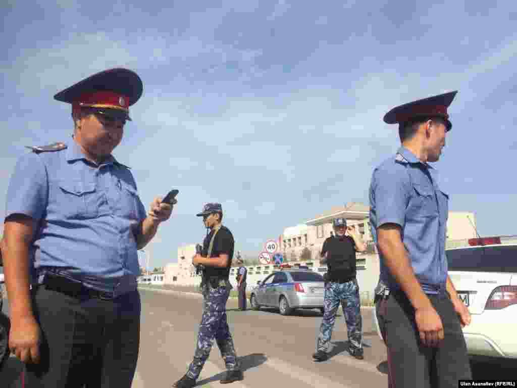 Один человек погиб, трое пострадали в результате взрыва на территории посольства Китая в Бишкеке.