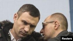 Лидеры украинской оппозиции Виталий Кличко и Арсений Яценюк