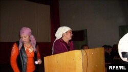 Бактияр Амиражановдн апасы жоголгон уулун таап берүү өтүнүчү менен Президент К. Бакиевге ыйлап кайрылган болчу.