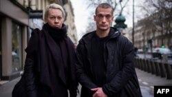 Петр Павленский мен Ольга Шалыгина Парижде жүр. 16 қаңтар 2017 жыл.