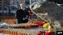 У монумента «Соловецкий камень» в Москве. 29 октября 2015 года.