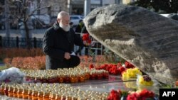 A man lays flowers at a monument in central Moscow commemorating the victims of Stalinist repression. (file photo)