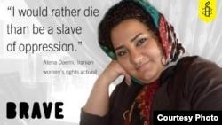 آتنا دائمی از ۱۹ فروردینماه در اعتراض به صدور حکم جدید علیه خود و دو خواهرش دست به اعتصاب غذا زده بود.