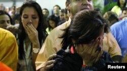Վենեսուելա - Ընդդիմադիր թեկնածու Էնրիկե Կապրիլեսի կողմնակիցները նախագահական ընտրությունների պաշտոնական արդյունքների հրապարակման ժամանակ, Կարկաս, 14-ը ապրիլի, 2013թ.
