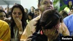 Прихильники опозиційного кандидата Капрілеса сумують після оголошення Мадуро переможцем виборів, Каракас, 14 квітня 2013 року