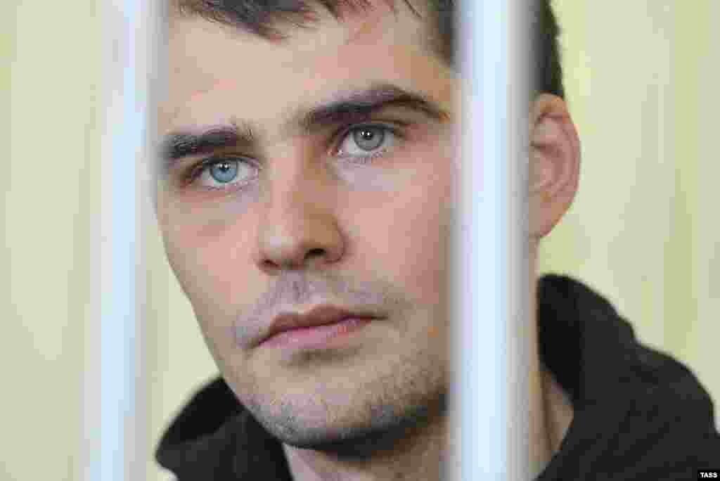 2015 senesi mayısta Qırımda Rusiye mahkemesi Euromaydan faali Aleksandr Köstenkoğa üküm çıqardı. Tahqiqat komiteti onı 2014 senesi fevralniñ 18-nde «Berkut» Qırım bölüginiñ hadimine zarar ketirgeninde qabaatladı. Köstenko qabaatını tanımadı. O, cezası bitkeninen 2018 senesi avgust ayında azatlıqqa çıqtı