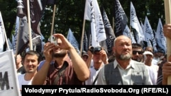 Hundreds of Hizb ut-Tahrir activists rallied in Simferopol on June 6.