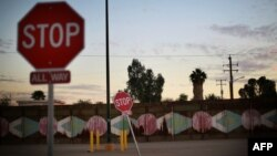 Calexico, la granița dintre statul american California și Mexic