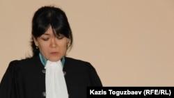 Adam bol журналын жабу туралы үкім еткен судья Әсел Әбішева. Алматы, 24 желтоқсан 2014 жыл