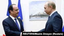 French President Francois Hollande (left) said he will discuss the deal with Russian President Vladimir Putin when the two meet in Armenia on April 24.