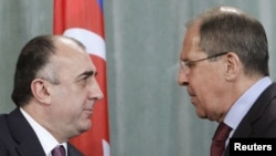 Russia -- Russia's Foreign Minister Sergei Lavrov (R) shakes hands with Azerbaijan's Foreign Minister Elmar Mammadyarov during a news conference in Moscow, 18Jul2011