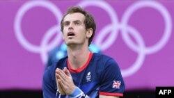 Британский теннисист Энди Маррей после победы в финале олимпийского турнира в Лондоне над Роджером Федерером. 5 августа 2012 г