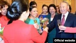Президент Казахстан Нурсултан Назарбаев на встрече с женщинами -представительницами различных профессий, состоявшейся накануне женского дня. Астана, 7 марта 2013 года.