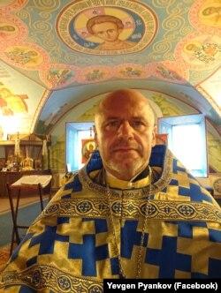 Капелан Євген П'янков служить у храмі Покрови Богородиці у військовому шпиталі у Києві