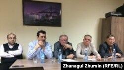 Участники пресс-конференции в офисе коллегии адвокатов. Актобе, 4 января 2018 года.