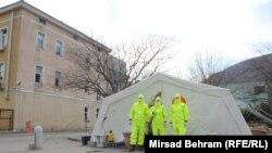 Šatori za trijažu ispred Kantonalne klinike u Mostaru