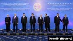 Russian President Vladimir Putin, Chinese President Xi Jinping, Kyrgyz President Sooronbai Jeenbekov, and the leaders of other SCO member states -- Kazakhstan, Tajikistan, Uzbekistan, India, and Pakistan -- were meeting behind closed doors on June 14.